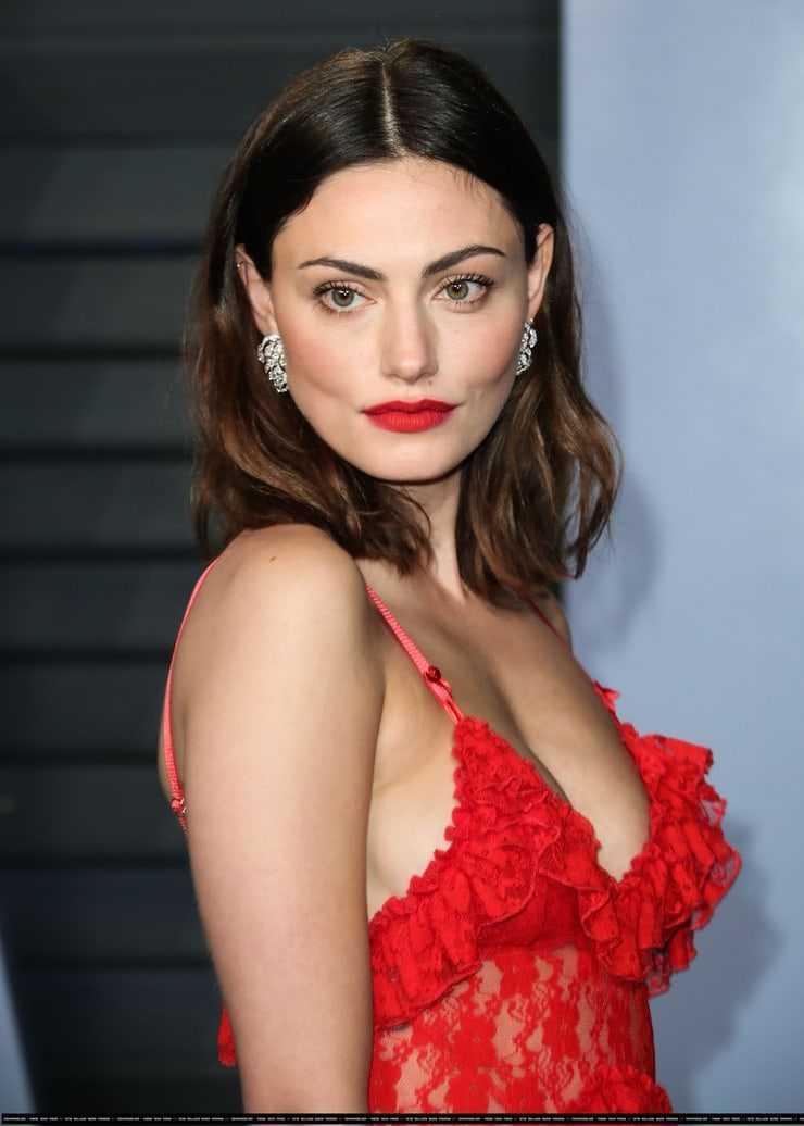 Phoebe Tonkin sexy look