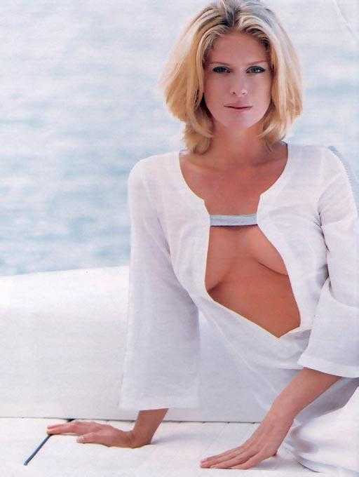 Rachel Hunter hot cleavage pic