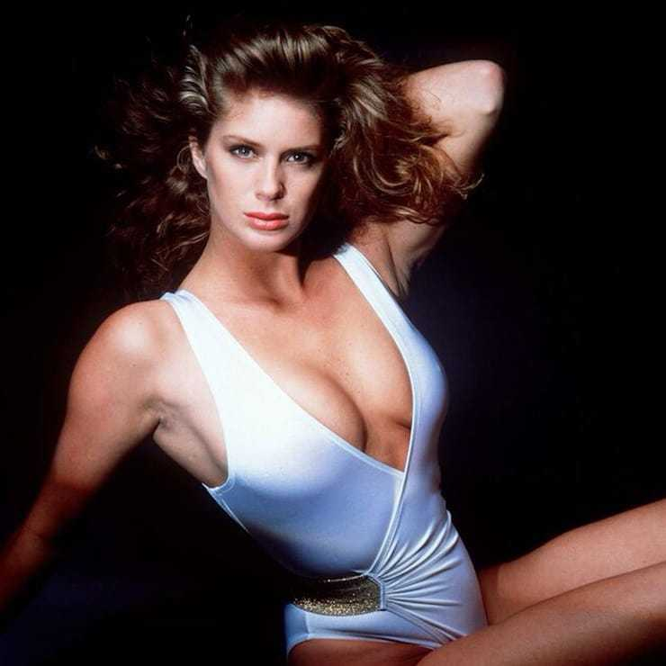 Rachel Hunter sexy cleavage pic