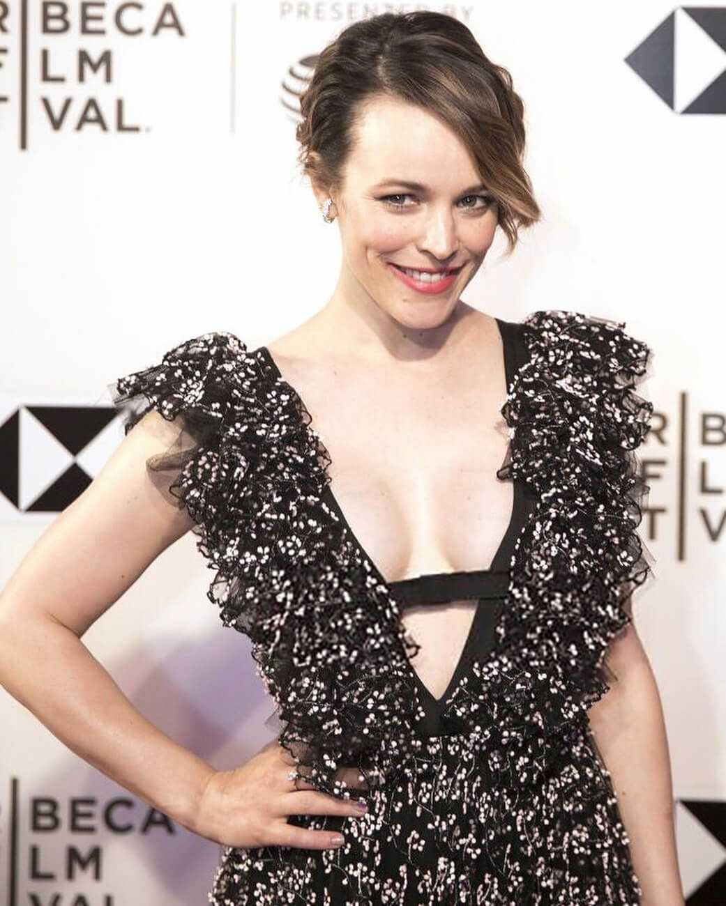 Rachel McAdams hot cleavage