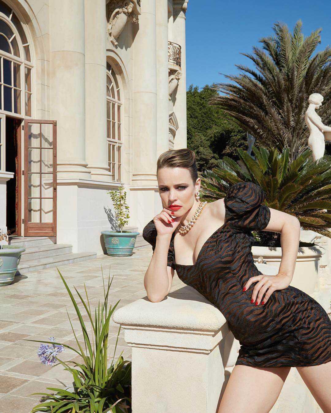 Rachel McAdams sexy cleavage