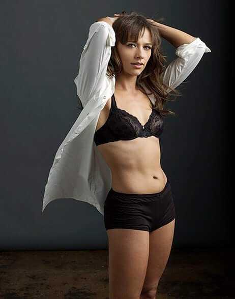 Rashida-Jones-hot-bikini-picture-1