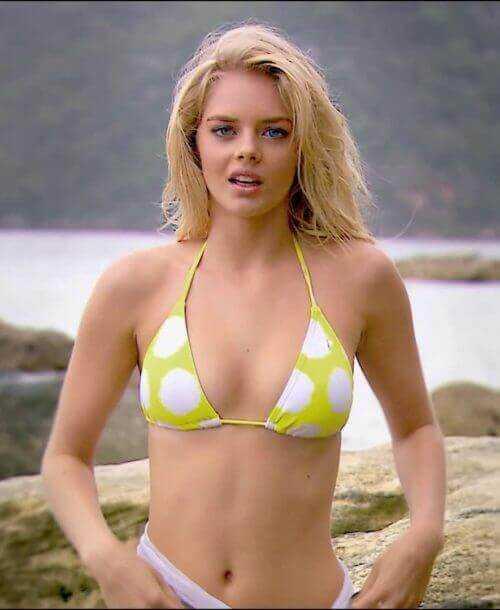 Samara Weaving sexy bikini
