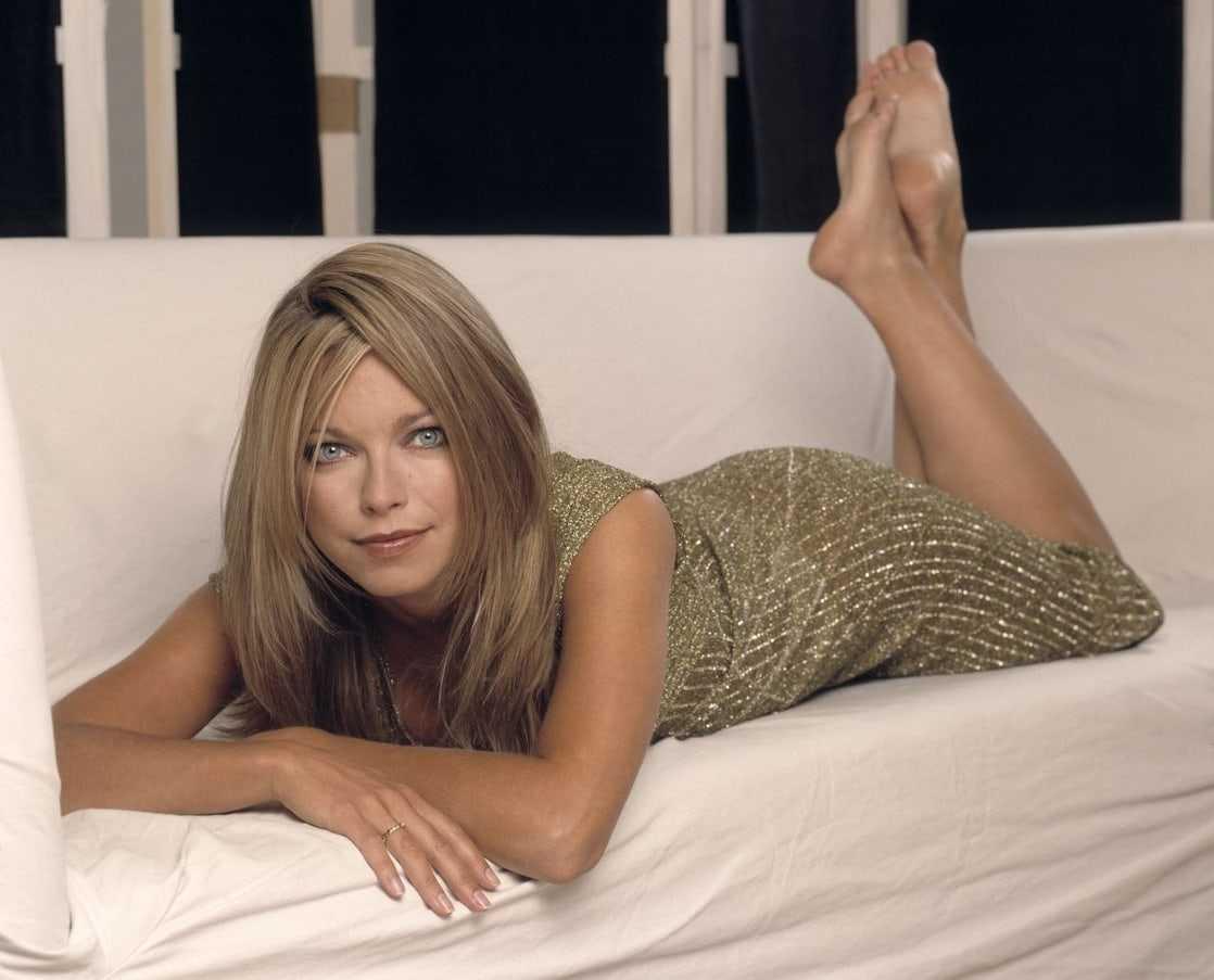Sarah Alexander bare feet