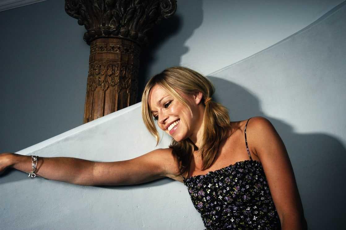 Sarah Alexander beautiful