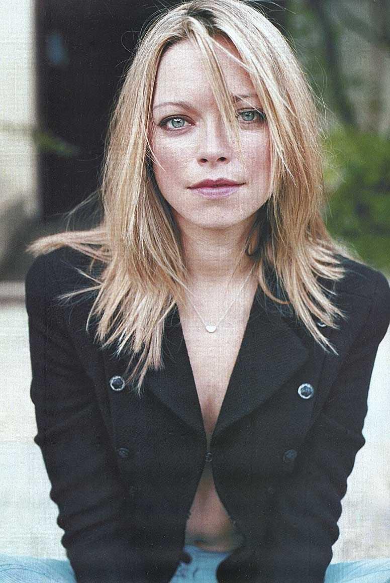 Sarah Alexander cleavage