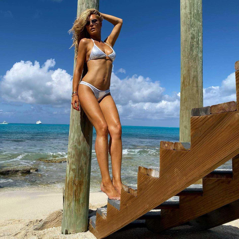 Simona Krainova bikini pictures