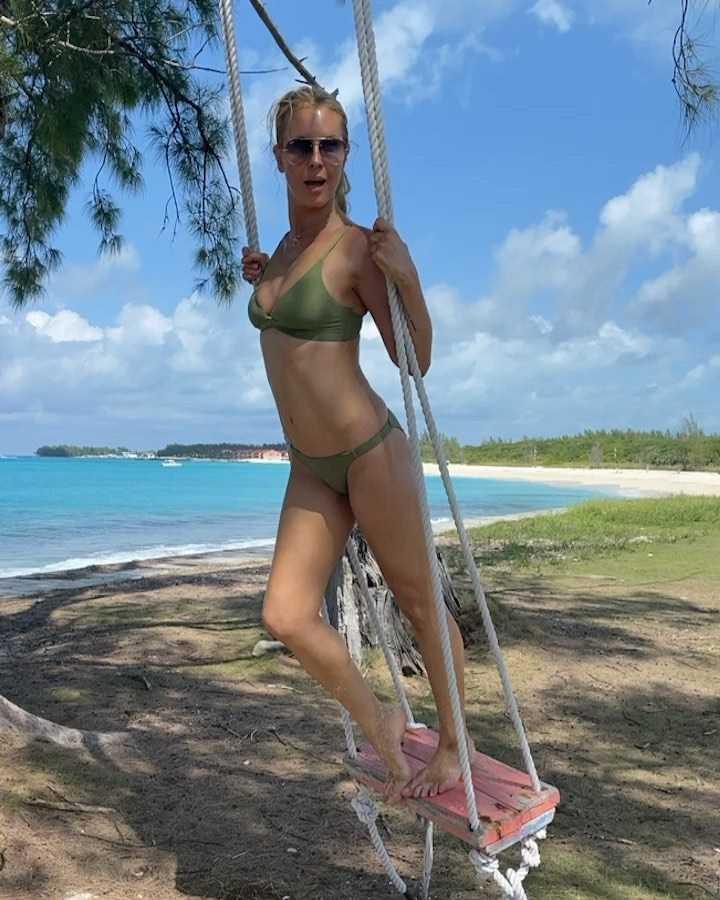 Simona Krainova sexy bikini pic (2)
