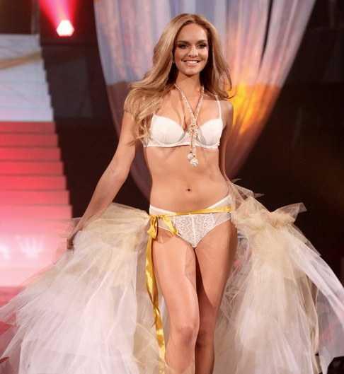 Tatána Kucharová bikini