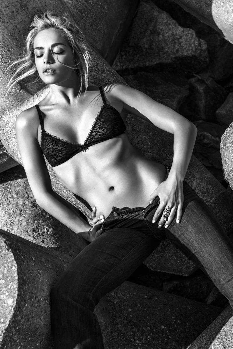 Tatána Kucharová hot cleavage