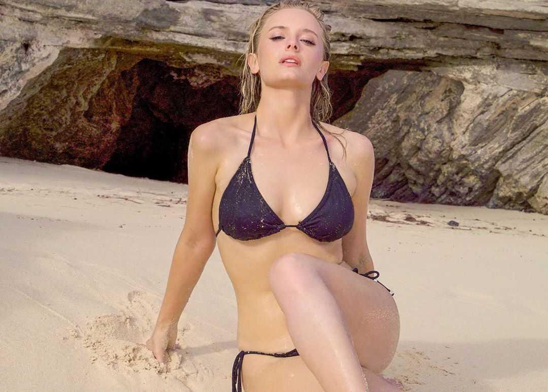 Taylor Black cleavage