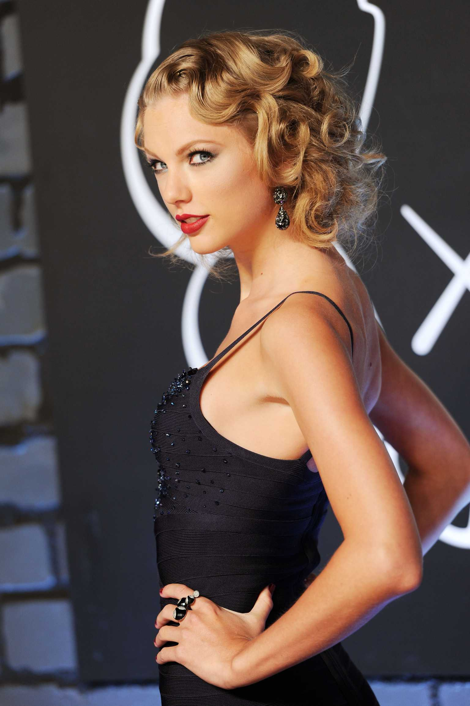 65 Taylor Swift Sexy Pictures Are Really Epic - GEEKS ON COFFEE