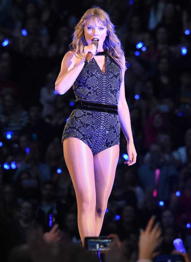 Taylor Swift sexy pics (2)