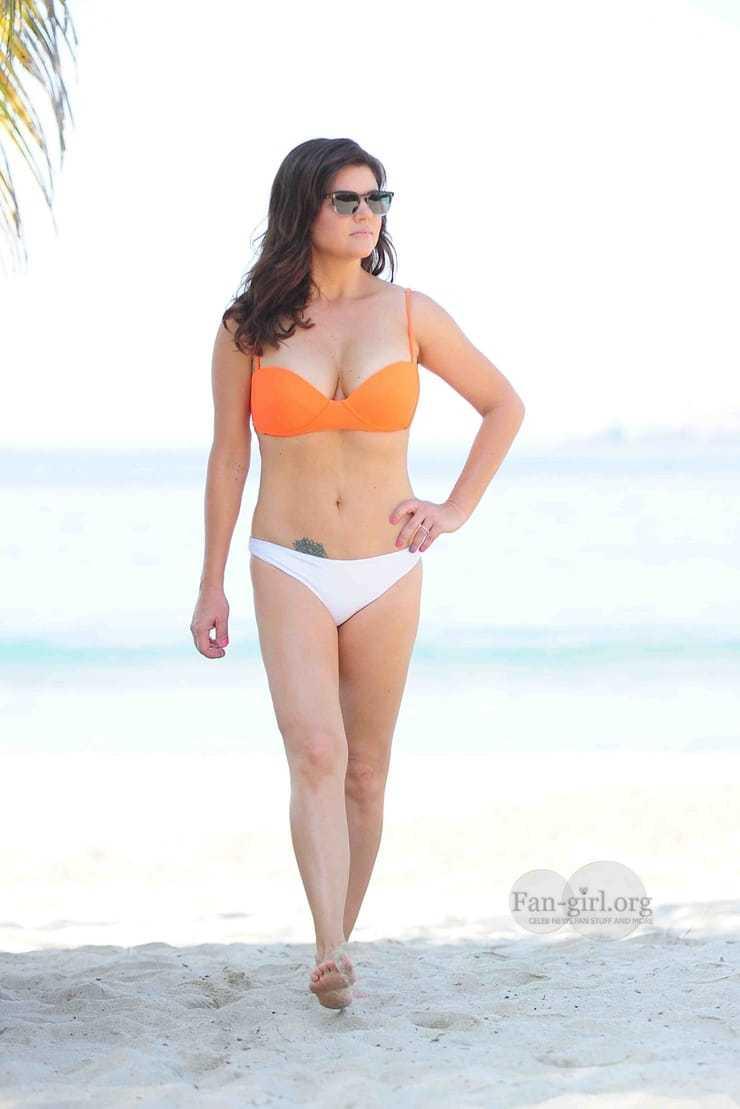 Tiffani Thiessen sexy bikini