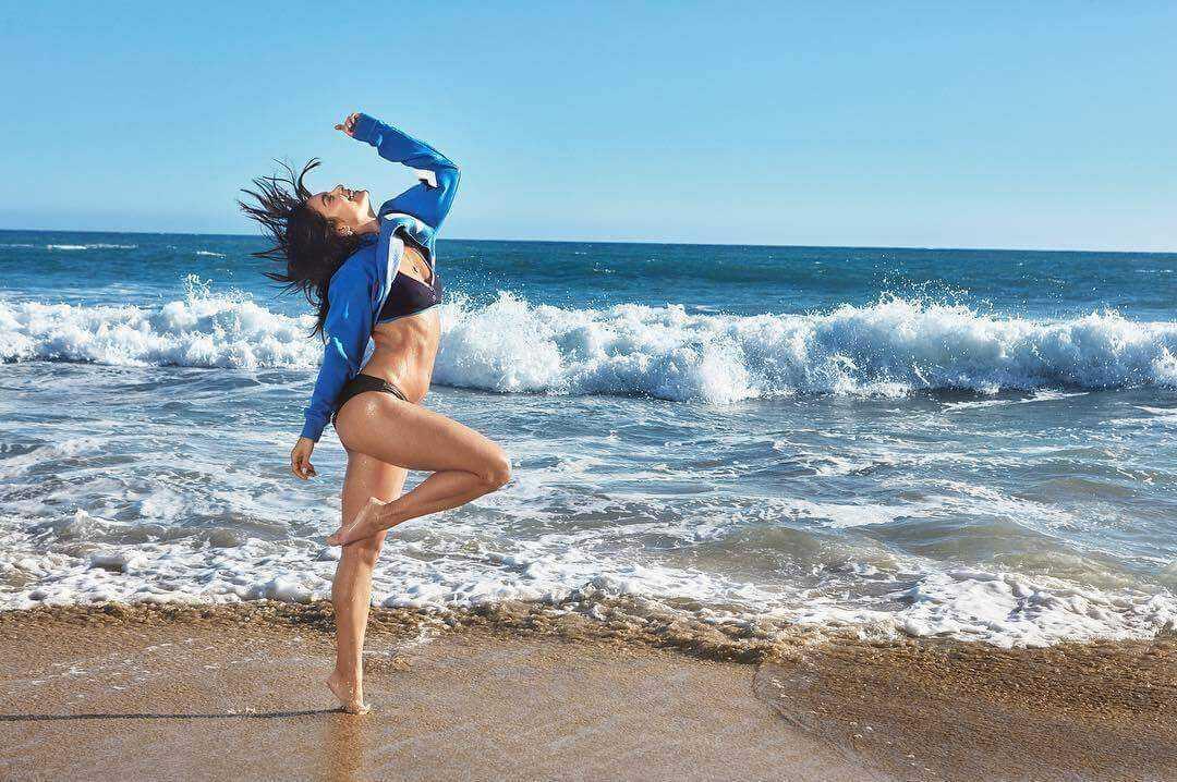 Vanessa Hudgens bare feet