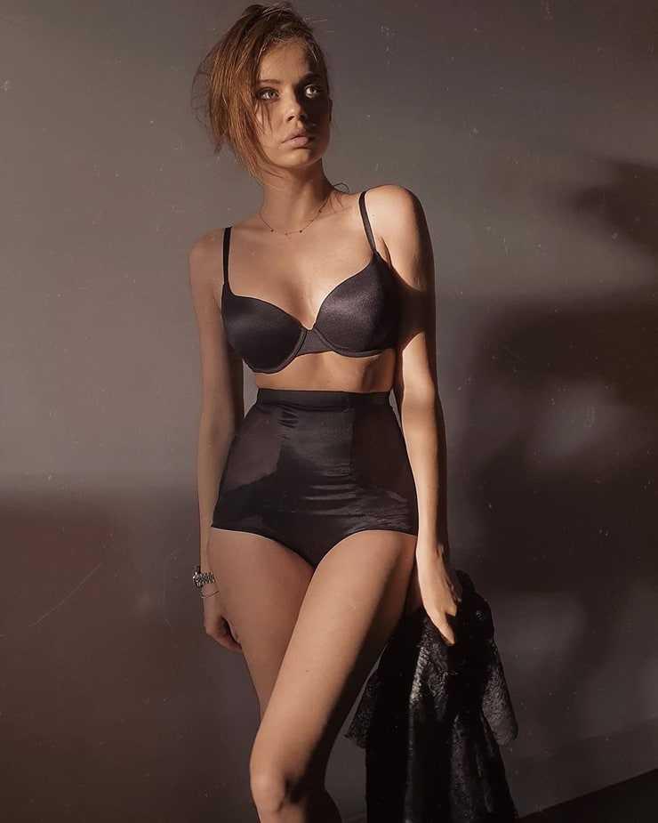 Xenia Tchoumitcheva sexy photos
