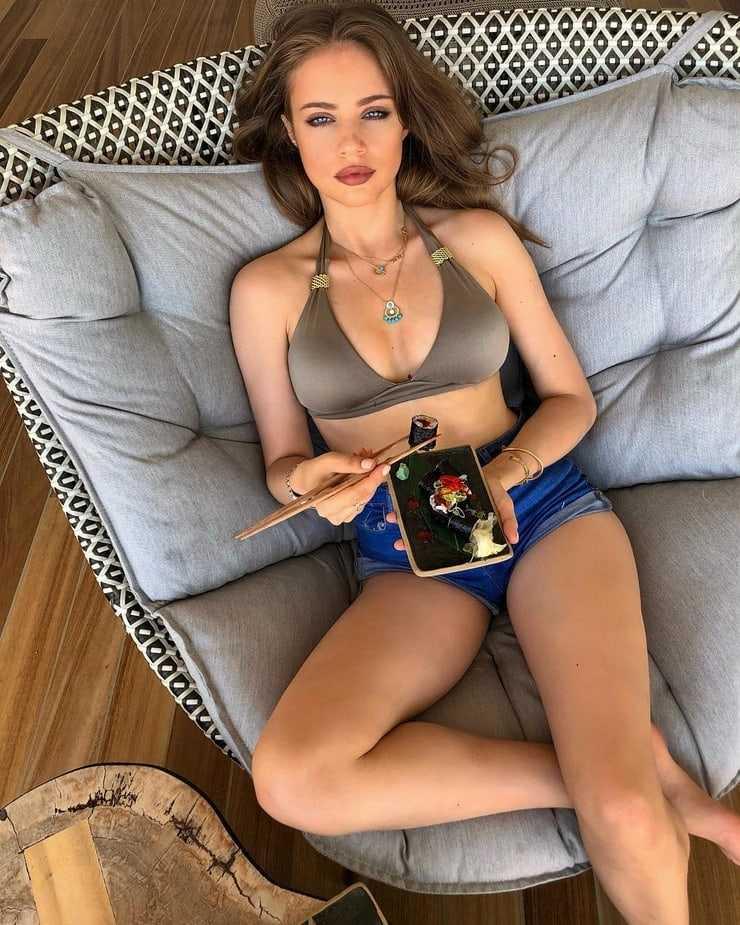 Xenia Tchoumitcheva stunning