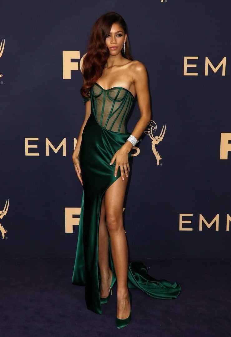 Zendaya hot cleavage