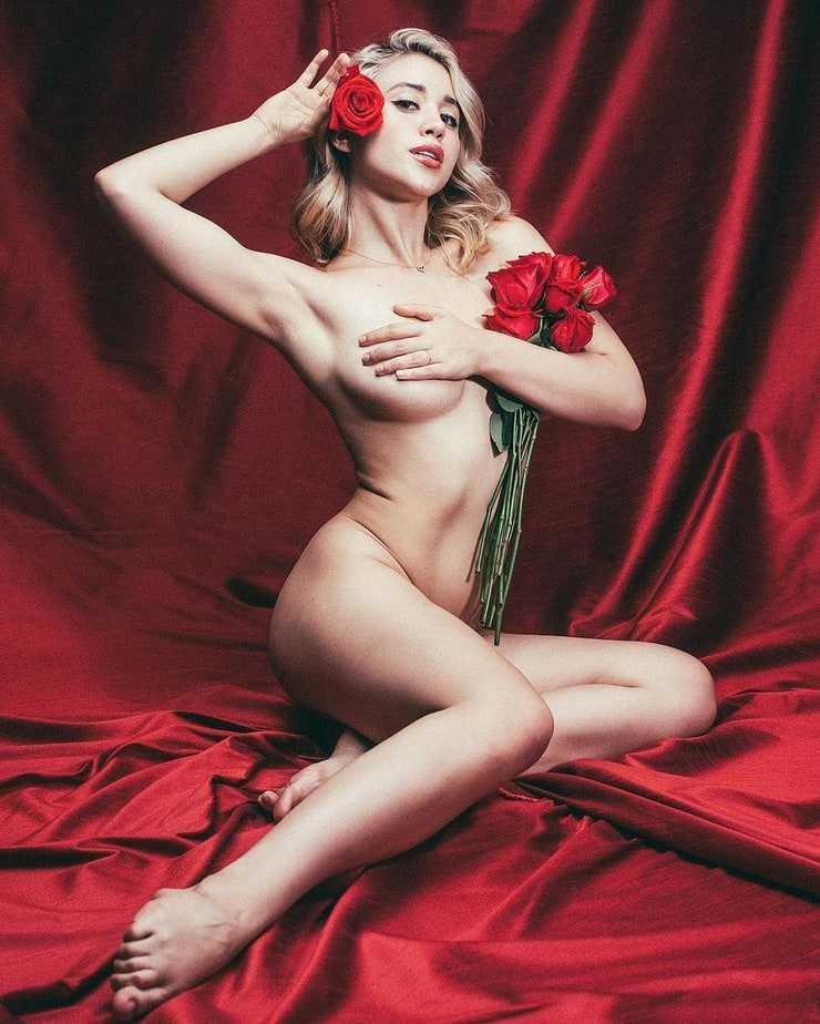 caylee cowan near-nude