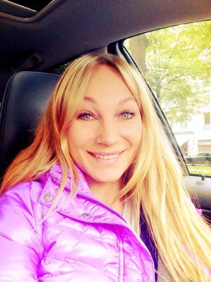 charlotte perrelli blonde hair