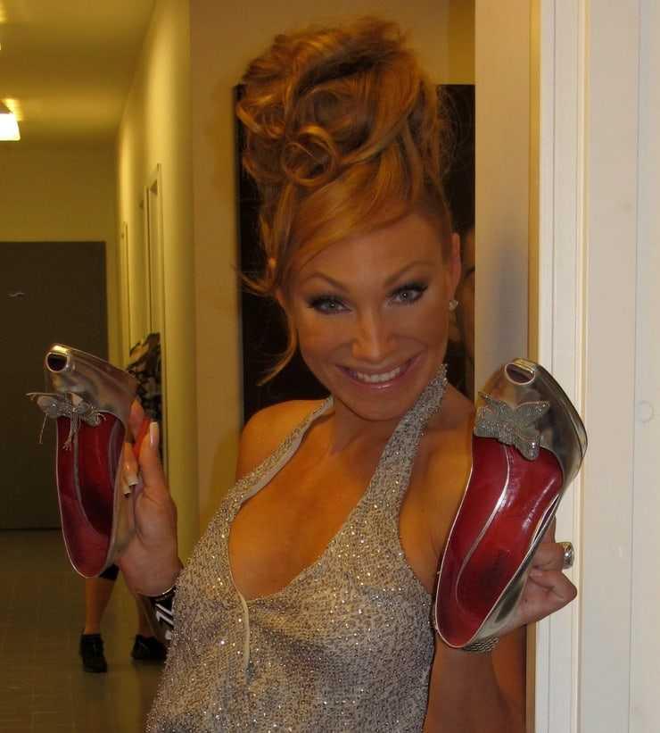 charlotte perrelli cleavage