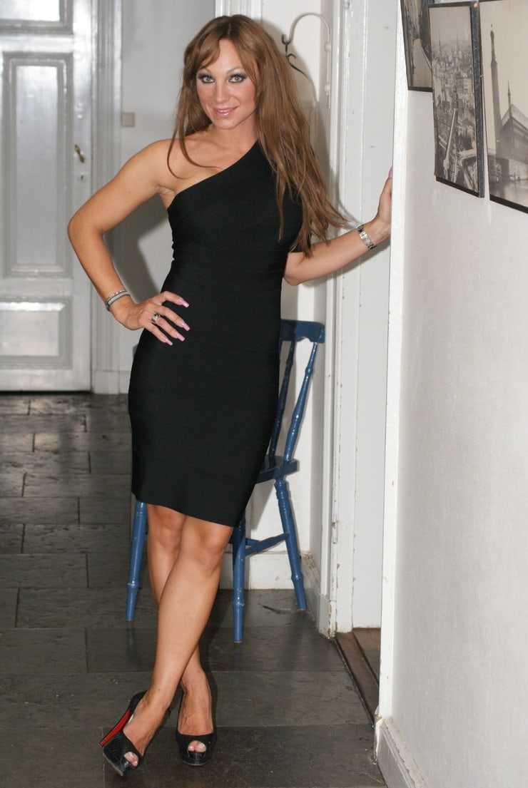 charlotte perrelli feet pics