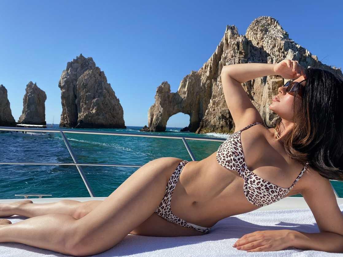 emeraude toubia bikini