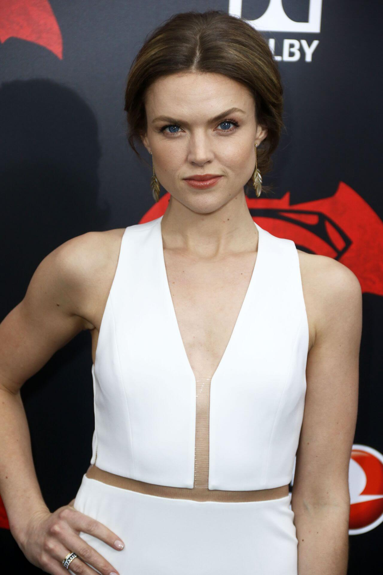 erin-richards-sexy-cleavage