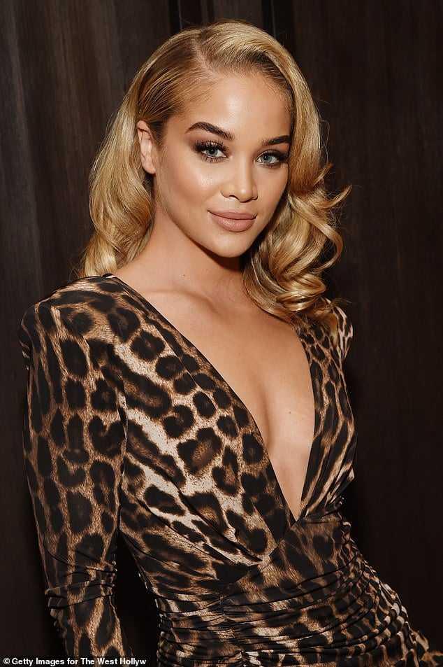 jasmine sanders cleavage