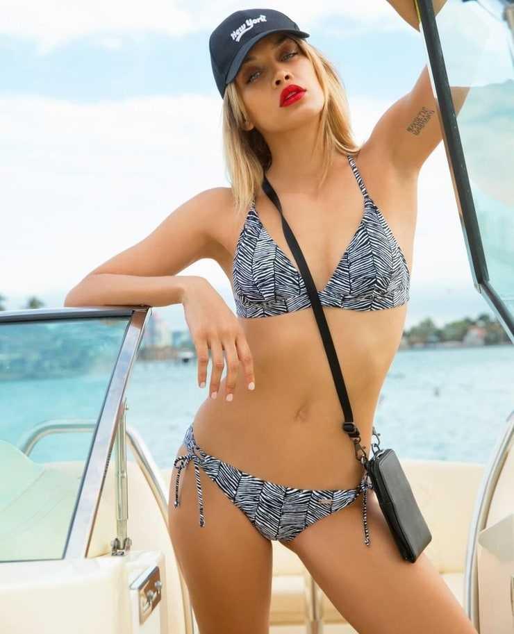 jasmine sanders looking sexy