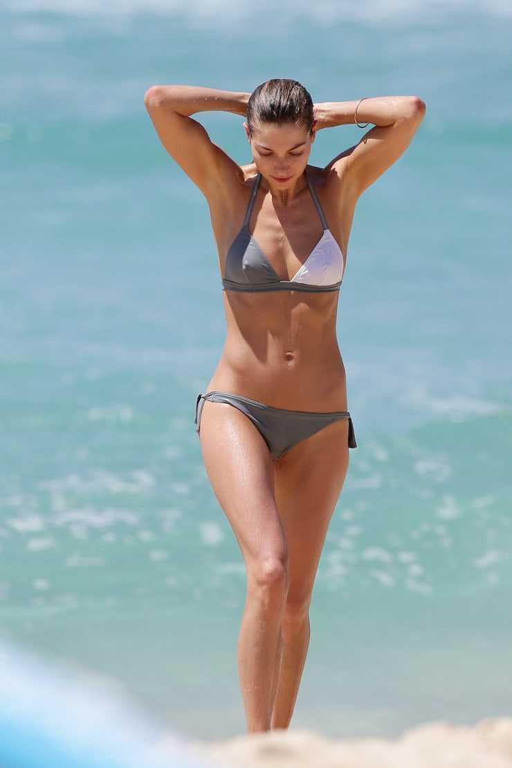 jessica hart bikini pics