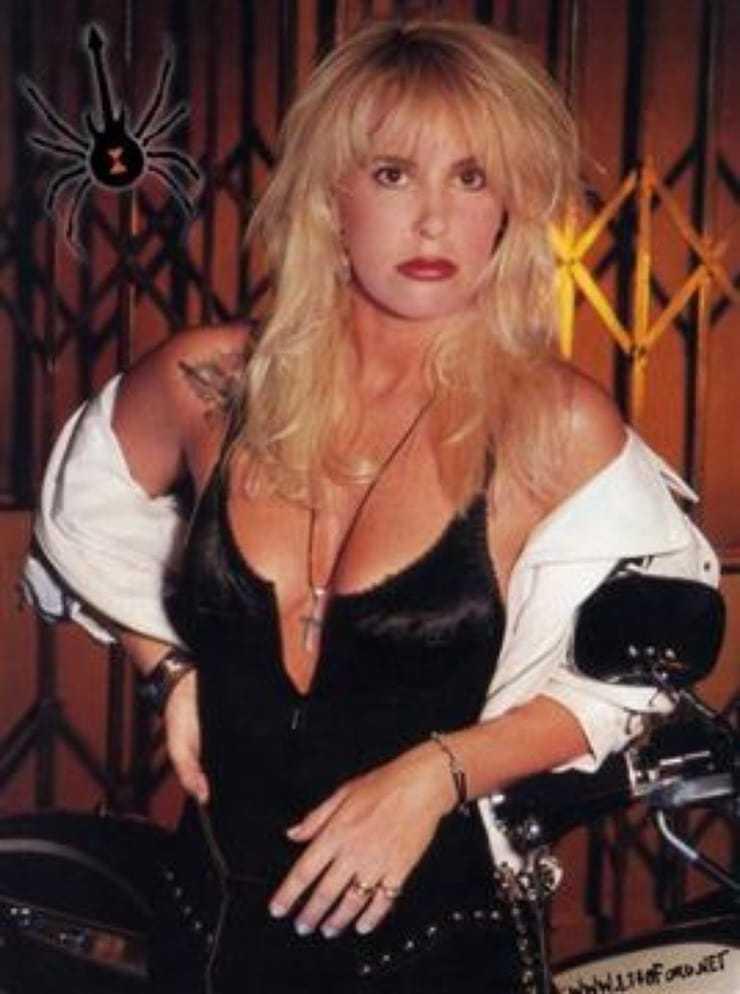 lita ford cleavage