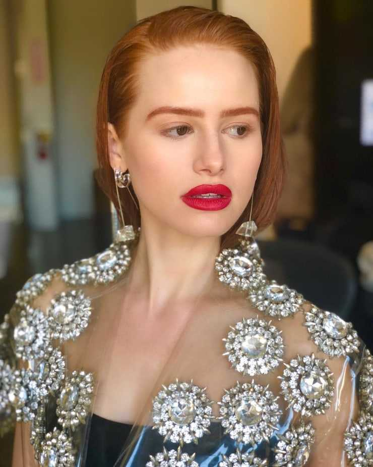 madelaine petsch red lips
