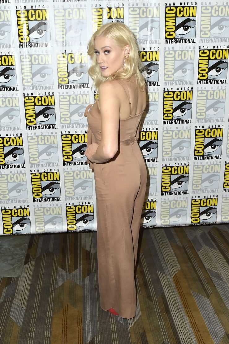olivia taylor dudley booty