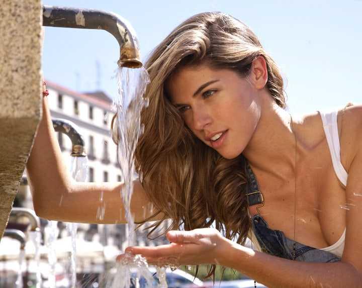 stephanie cayo drinking water