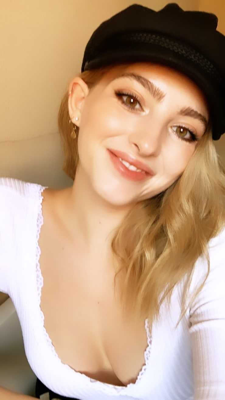 willow shields hot smile