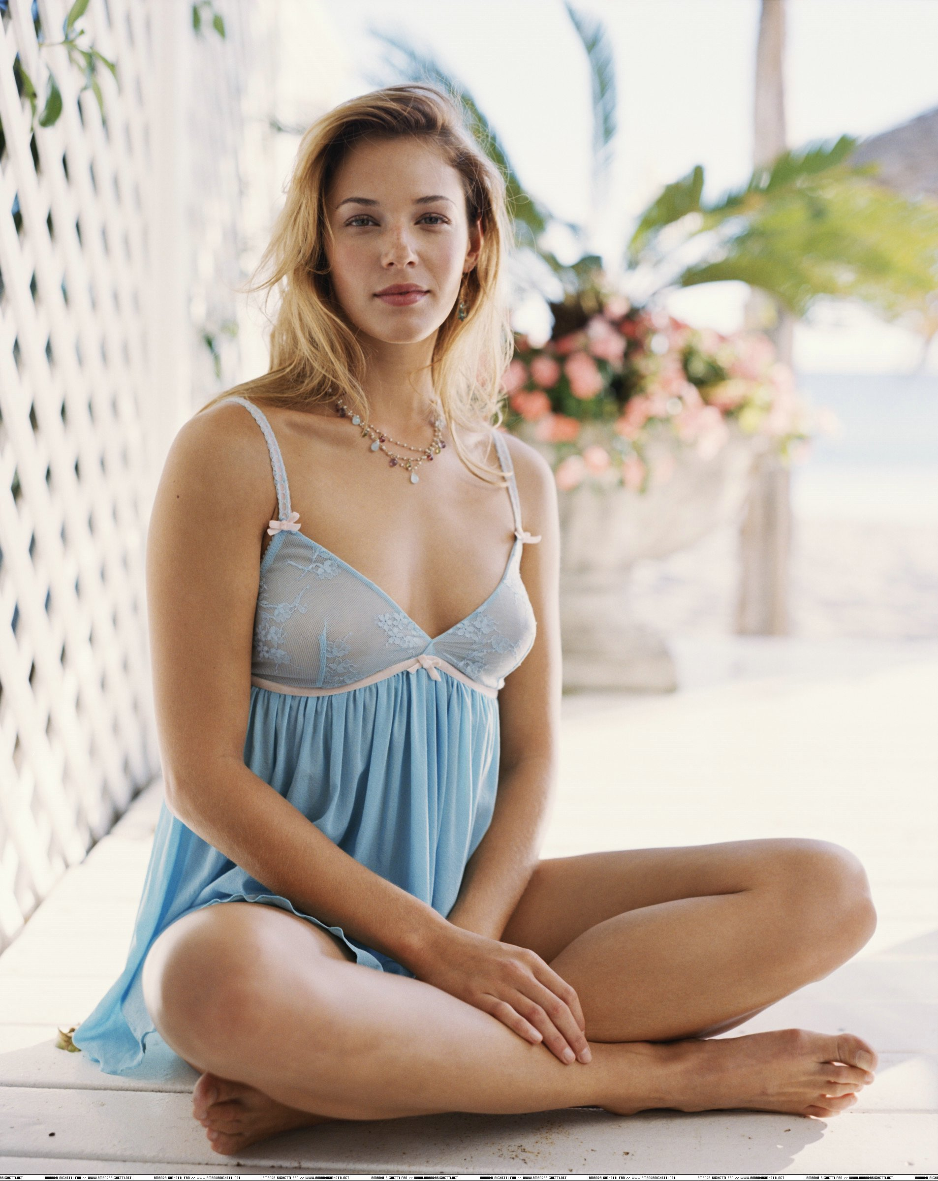 Amanda Righetti eyes