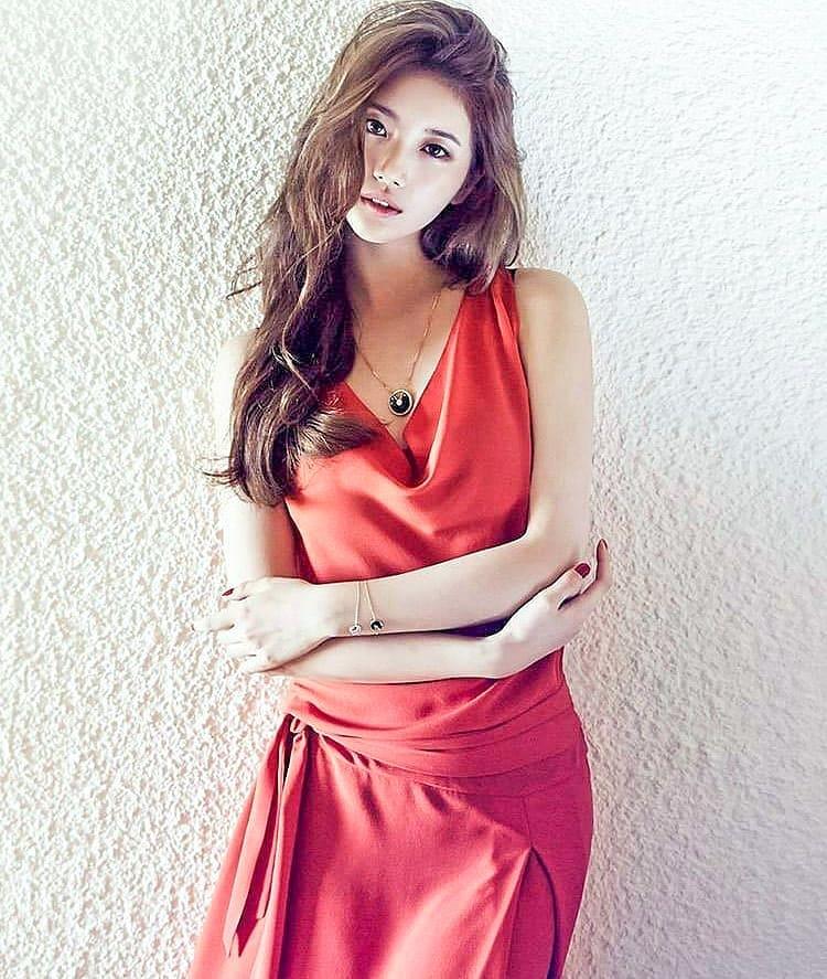 Bae-Suzy-Hot-in-Red-Dress