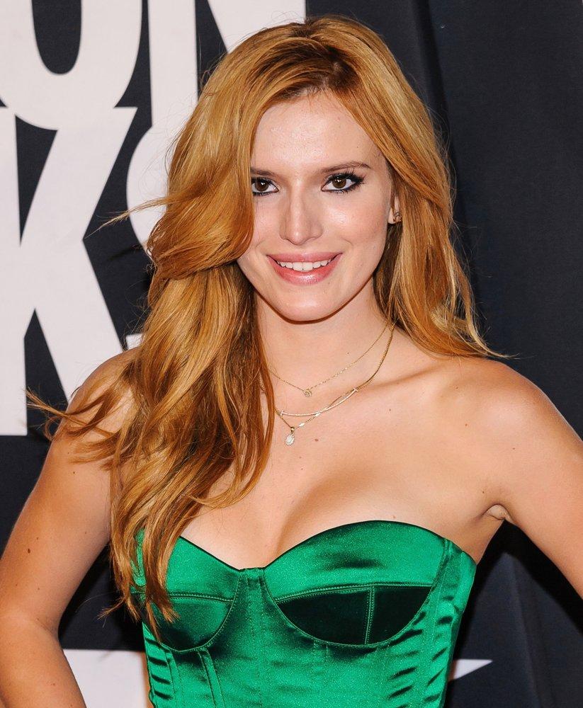 Bella-Thorne-sexy-busty