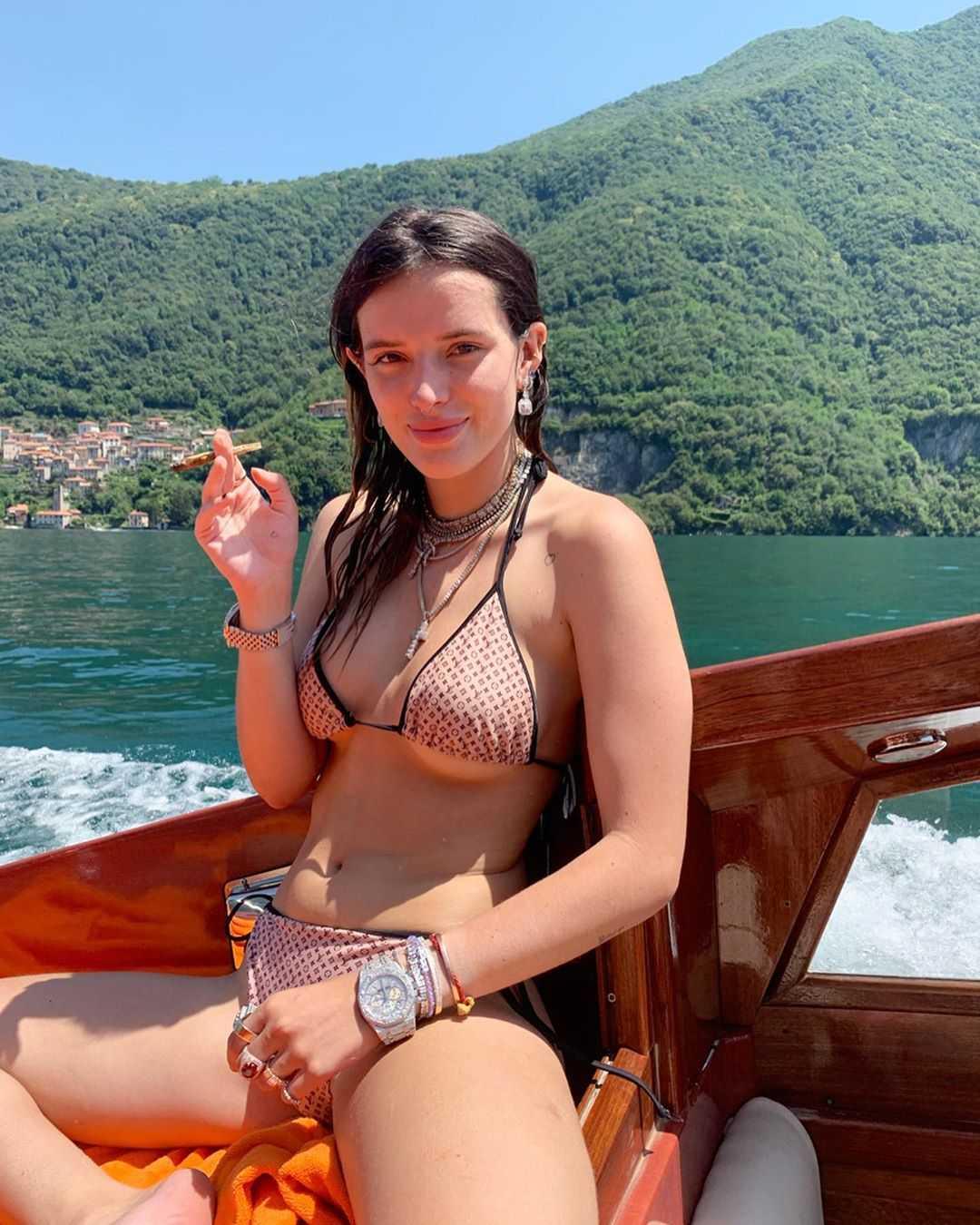 Bella-Thorne-sexy-pic