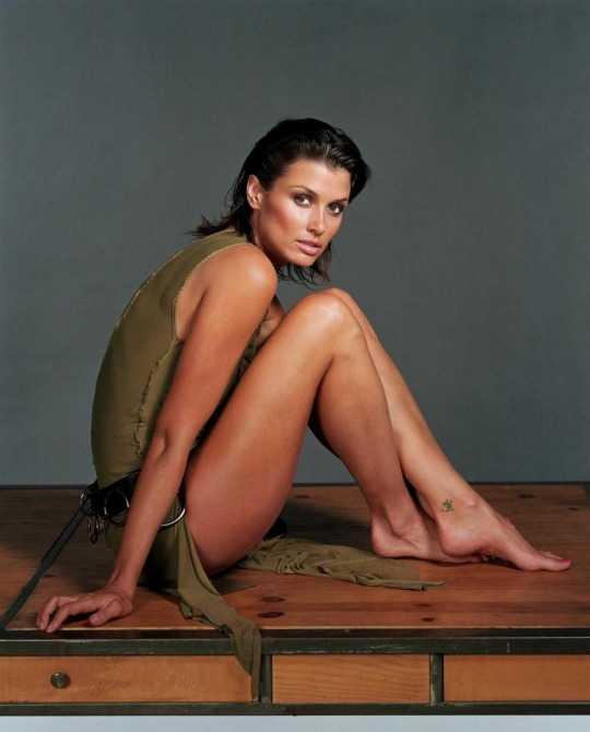 Bridget Moynahan bare feet