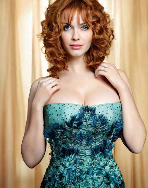 Christina Hendricks sexy cleavage