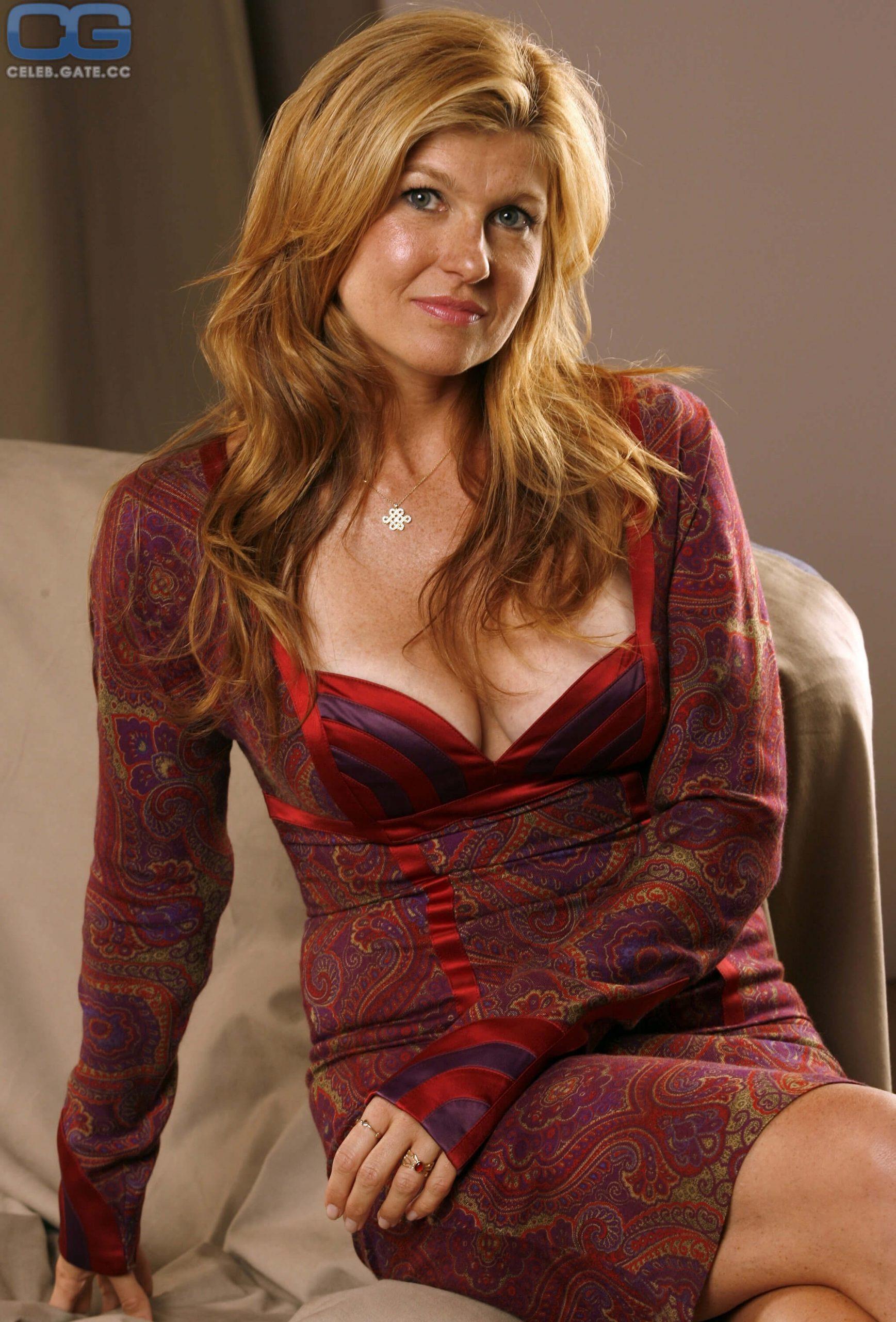 Connie-Britton-sexy-cleavage