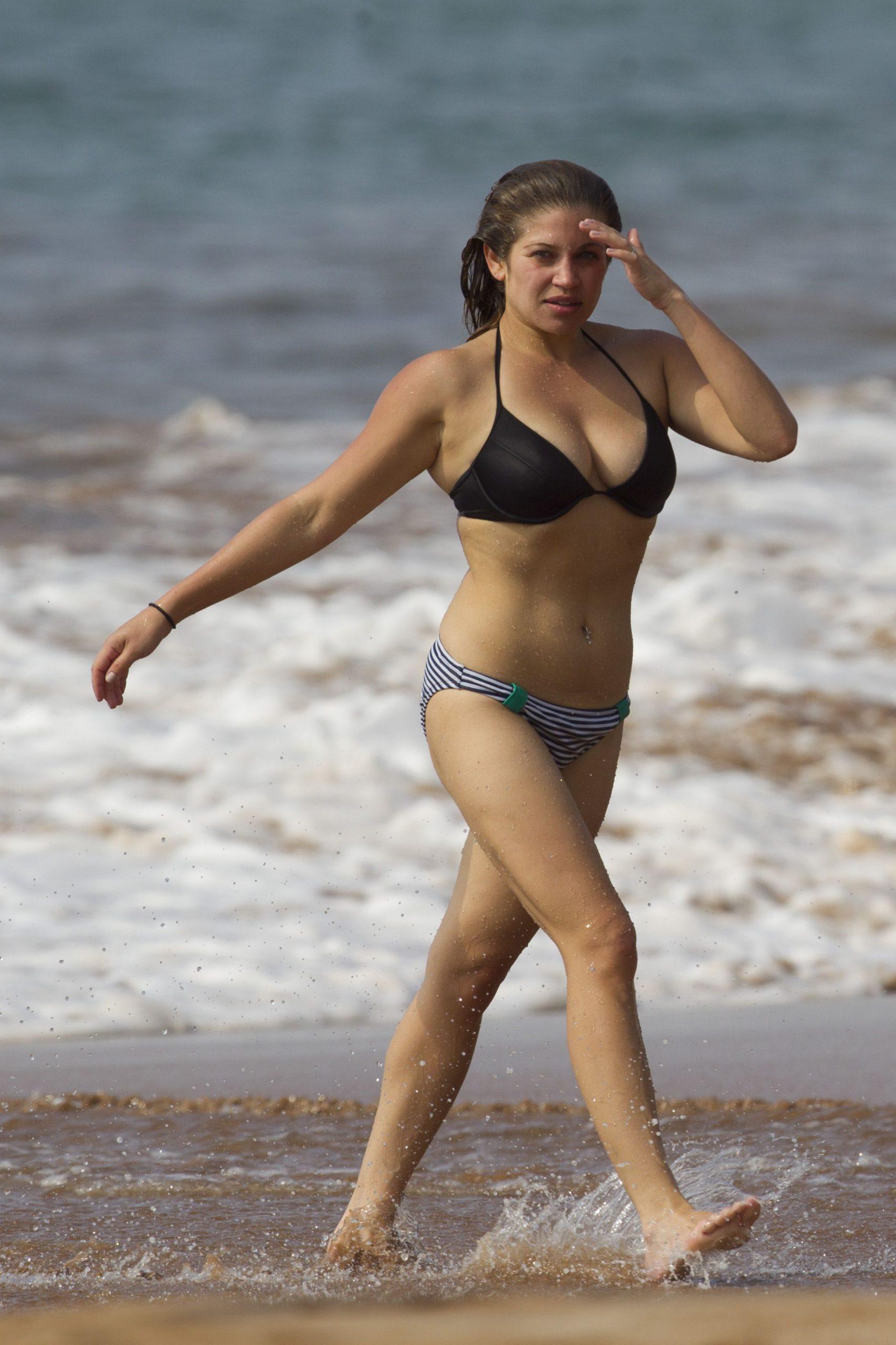 Danielle Fishel side boobs