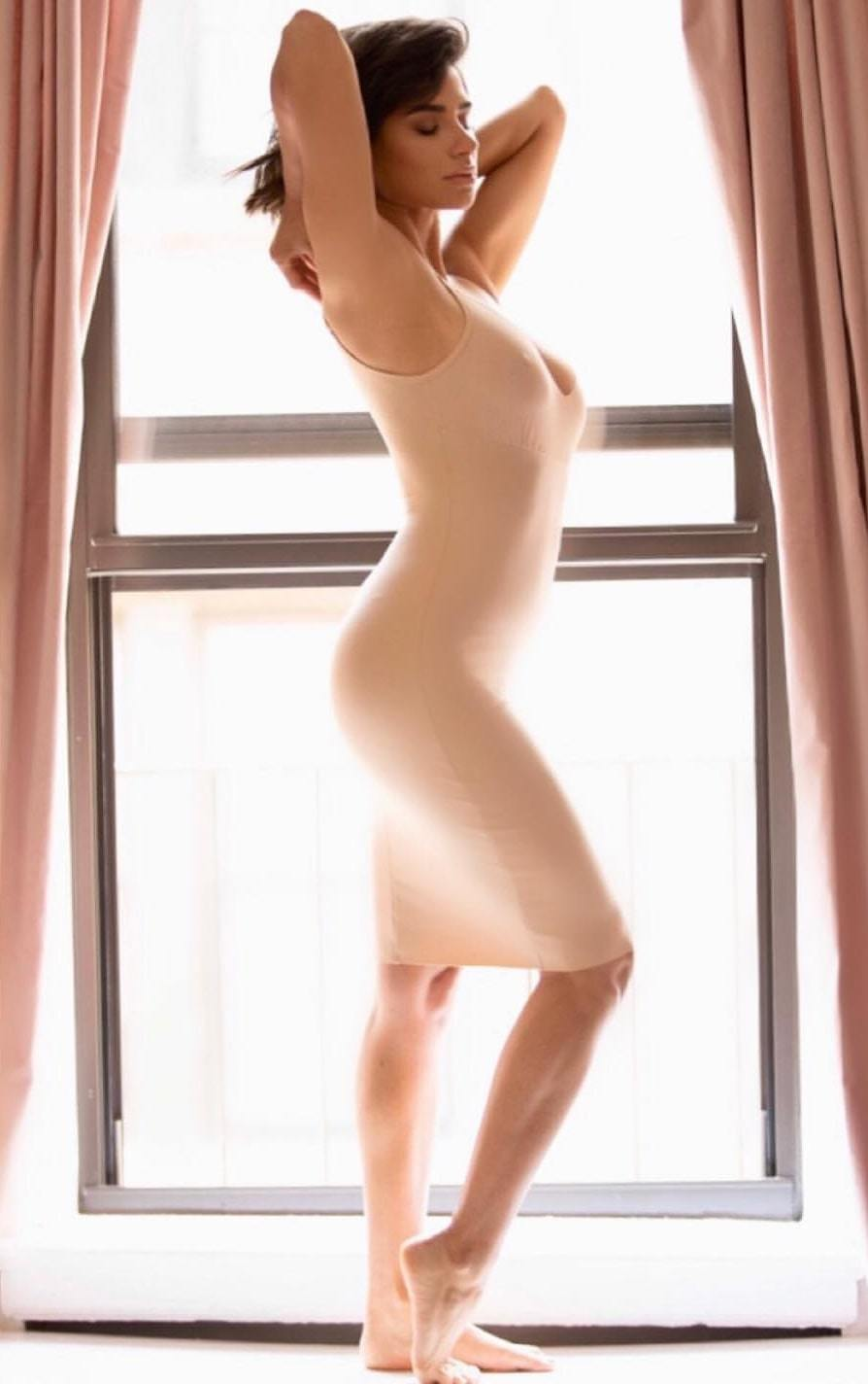 Diane Guerrero side pose