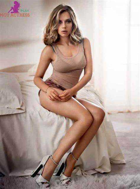 Elizabeth Olsen sexy feet