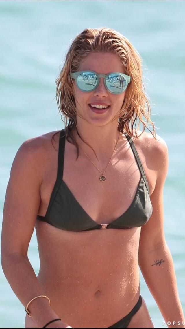 Emily Bett Rickards cleavage