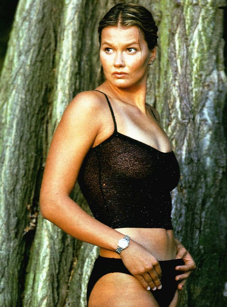 Franziska van Almsick side boobs (2)