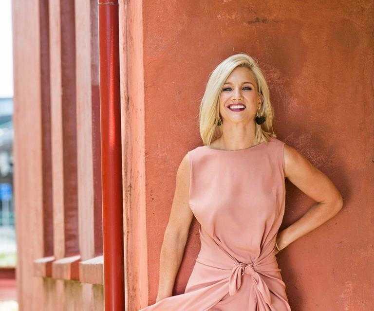 Hayley Holt sexy pics