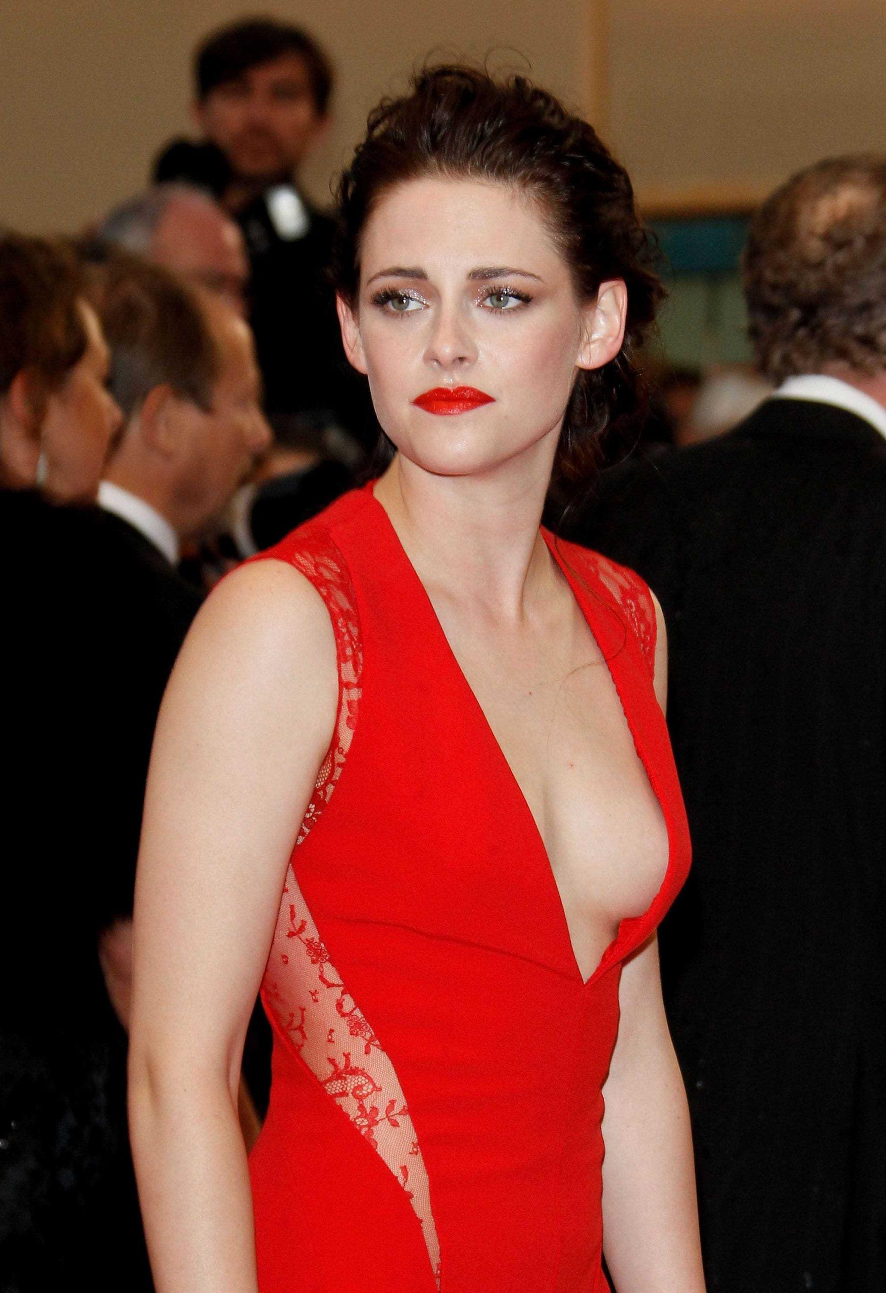 Kristen Stewart hot cleavage